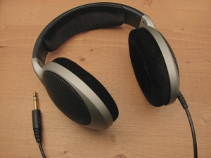 Headphones-Sennheiser-HD555
